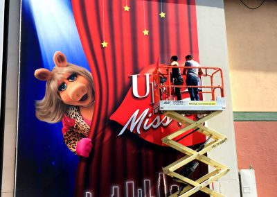 la-wraps-muppets-stage-door-wrap-install